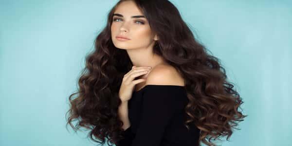 كيفية تصفيف الشعر المجعد